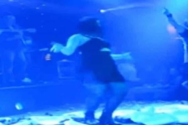 Aνέβηκε στην πίστα να χορέψει με τον Κιάμο: Το τι γέλιο θα κάνετε δεν περιγράφεται… (Video)