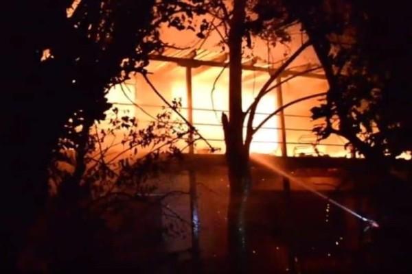 Αργολίδα: Ολοσχερώς κάηκε μονοκατοικία! Απεγκλωβίστηκαν δύο ηλικιωμένοι! (Video)