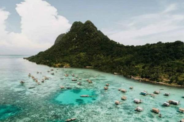 Απίστευτο: Δείτε το χωριό που βρίσκεται μέσα στη θάλασσα!