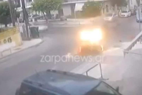 Χανιά: Δείτε την στιγμή που αυτοκίνητο χτυπάει μηχανάκι και εξαφανίζεται! (Βίντεο)