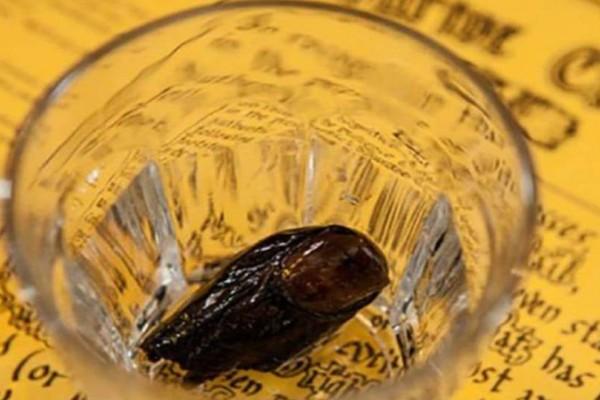 «Σόουρτο κοκτέιλ»: Το πιο γνωστό ποτό στον κόσμο έχει μέσα κομμένο δάχτυλο από το 1920
