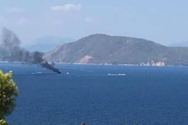 Φωτιά σε σκάφος στην Μονή Αίγινας!