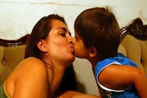 Δείτε τι συμβαίνει όταν φιλάτε το παιδί σας στο στόμα!