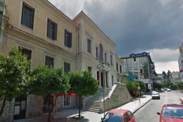 Ασέλγεια 11χρονης στην Φθιώτιδα: Κρυφά έβγαλαν τον δικηγόρο από τα δικαστήρια! (Video)