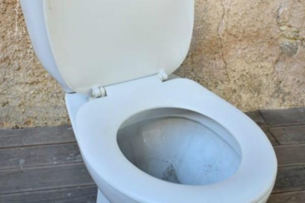 Σοκ: Ηλικιωμένη εγκλωβίστηκε για έξι ημέρες στην... τουαλέτα της!
