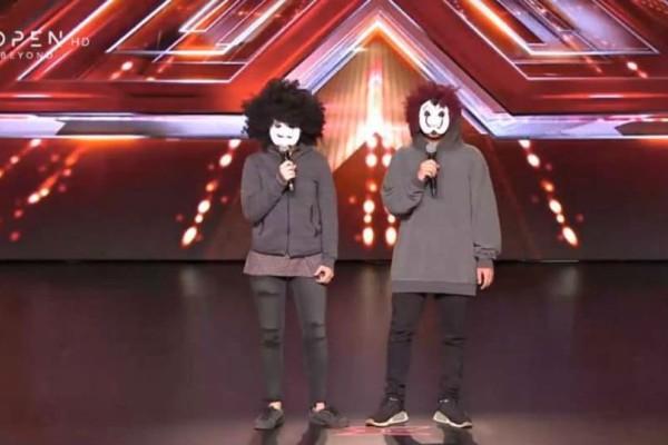 X Factor: Άφωνος ο Θεοφάνους όταν είδε ποιοι ήταν οι διαγωνιζόμενοι με τις...μάσκες! (video)
