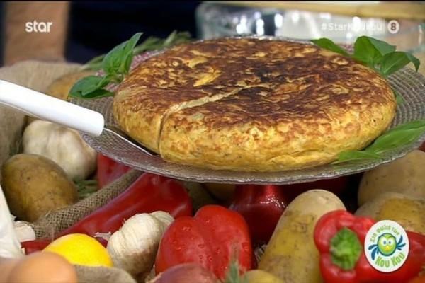 Ομελέτα-τούρτα με καραμελωμένα κρεμμύδια! (Video)
