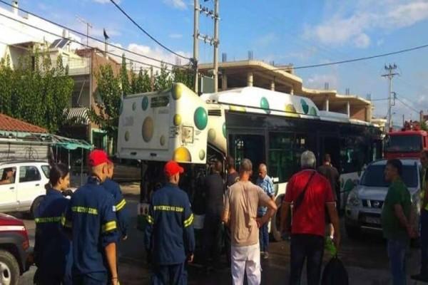 Φωτιά σε λεωφορείο στις Αχαρνές (photos)