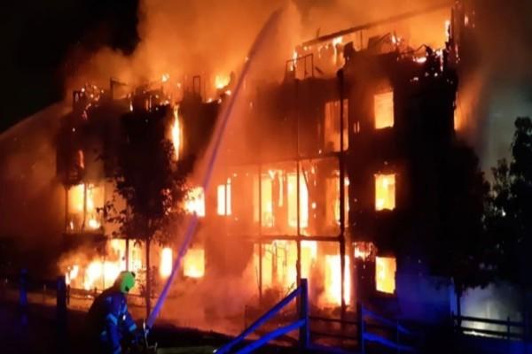 Ισχυρή έκρηξη και φωτιά σε κτίριο στο Λονδίνο! (photos)