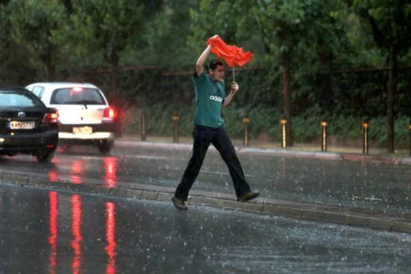 Καιρός σήμερα: Καταιγίδες στο μεγαλύτερο μέρος της χώρας, με πολλά μποφόρ!