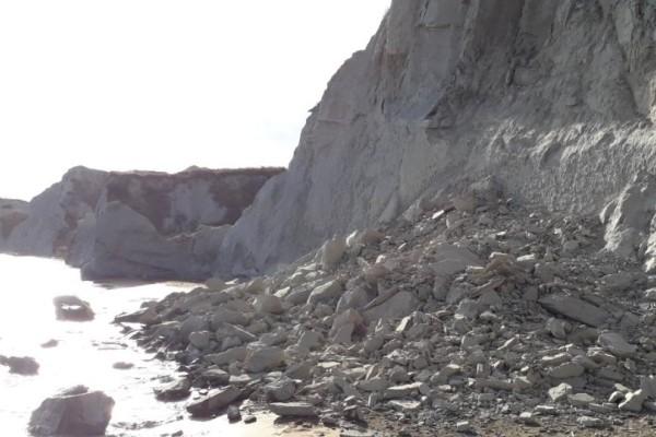 Κεφαλονιά: Κατολίσθηση σε παραλία κοντά σε λουόμενους!