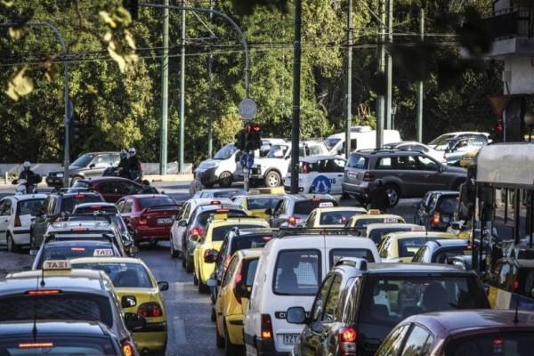 Τεράστια ταλαιπωρία για τους οδηγούς! Ποιοι δρόμοι της Αθήνας είναι μποτιλιαρισμένοι;
