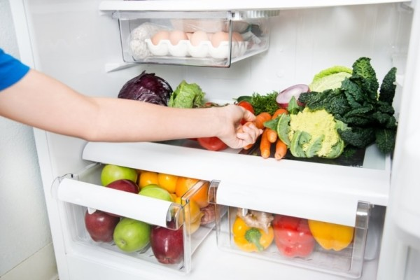 Κόλπο για να μη χαλάνε γρήγορα τα φρούτα και τα λαχανικά στο ψυγείο!