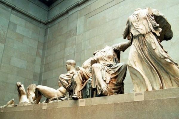 Πρόκληση του βρετανικού μουσείου για τα Γλυπτά του Παρθενώνα: «Αναγνωρίστε ότι είναι δικά μας!» (Video)