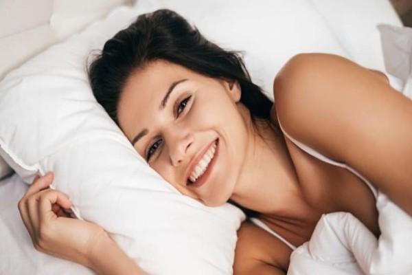 Πώς είναι ο καλύτερος ύπνος; Με μαξιλάρι ή χωρίς;