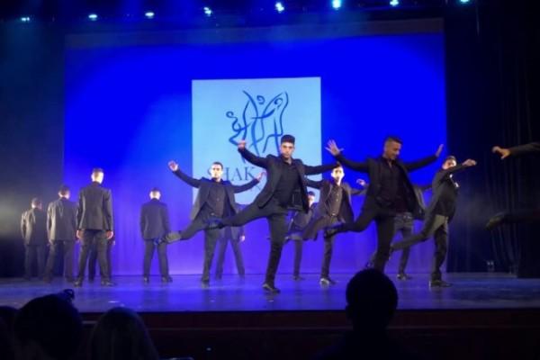 Η χορογραφία ζεϊμπέκικου που έχει τρελάνει το διαδίκτυο!