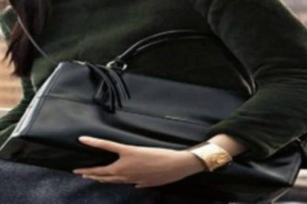 Νεαρή χάρηκε που το αγόρι της της έκανε δώρο μία τσάντα…6 εβδομάδες μετά νιώθει αφόρητους πόνους…Αυτό που ανακάλυψαν οι γιατροί ήταν φρικτό!
