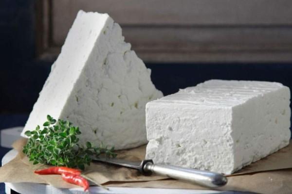 Έξυπνο κόλπο για να μη μουχλιάσει ποτέ ξανά το τυρί στο ψυγείο σας!
