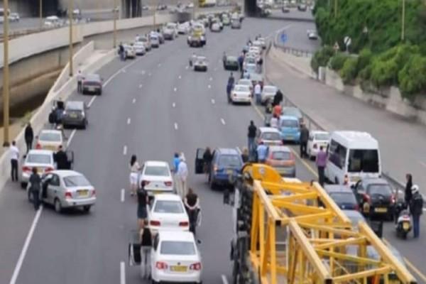 Όταν ακούστηκε ο ήχος, όλοι σταμάτησαν και βγήκαν από τα αμάξια τους!