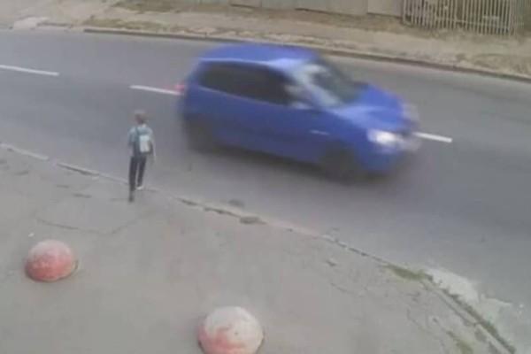 Σοκαριστικό: Αυτοκίνητο χτύπησε με δύναμη παιδί! (Video)