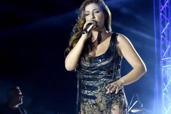 Χαμός με την Έλενα Παπαρίζου: Χόρευε και τραγουδούσε, αλλά όλοι κοίταγαν το φόρεμά της!