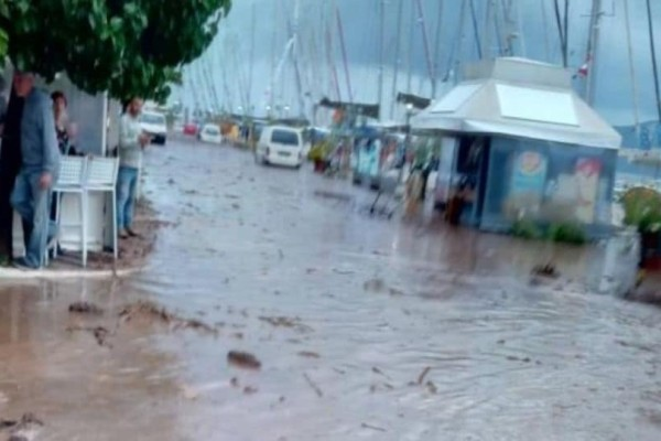 Χαμός στην Κεφαλονιά: Πλημμύρισε χωριό! Τόνοι λάσπης «έκρυψαν» τους δρόμους! (Video)