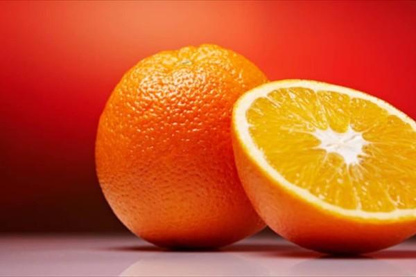 Ένα πορτοκάλι θα σε σώσει απ' τη δυσοσμία του ψυγείου!