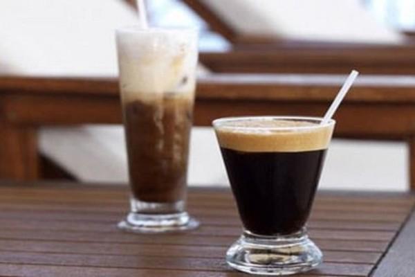 Επιτέλους: Το απόλυτο κόλπο για να μην… νερώνει ο καφές σας!