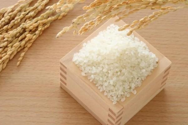 Βάλτε ένα δοχείο με ρύζι στην ντουλάπα σας και θα εκπλαγείτε!