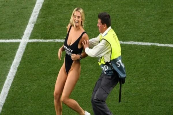 H ξανθιά του τελικού του Champions League ξαναχτυπά! Μαζί με τον καφέ παίρνεις και το φορεμένο εσώρουχό της! (Video)