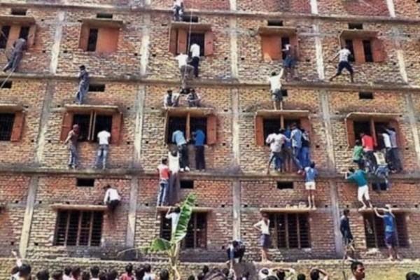 Απίστευτο: Γονείς σκαρφαλώνουν στο σχολείο για να κάνουν τα παιδιά τους σκονάκι!
