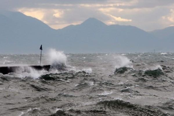 Καιρός την Κυριακή: Αλλαγή στην θερμοκρασία - Έρχονται θυελλώδεις άνεμοι!