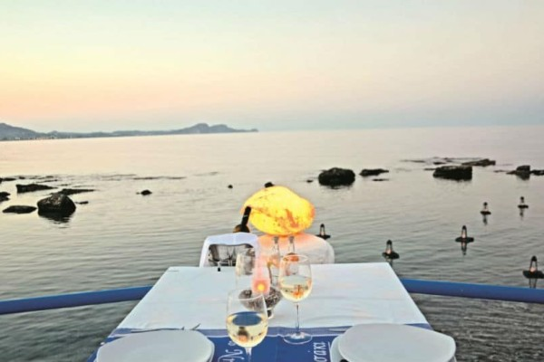 Το Νησάκι: Η all time classic ψαροταβέρνα για τους λάτρεις της εκλεκτής ψαροφαγίας!