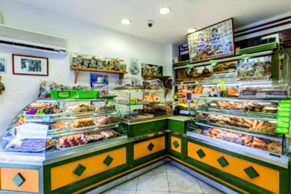 To Στάχυ: Ο παραδοσιακός φούρνος στην Ύδρα που μας ξετρέλανε με τις λιχουδιές του!