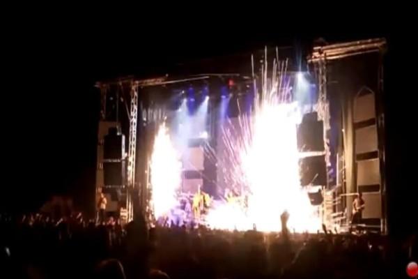 Σοκ:Τραγουδίστρια σκοτώθηκε πάνω στη σκηνή από πυροτεχνήματα! (Video)