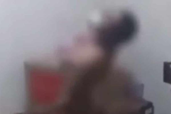 Βίντεο ντοκουμέντο: Μαστίγωσαν έφηβο με ηλεκτρικό καλώδιο επειδή έκλεψε σοκολάτες!