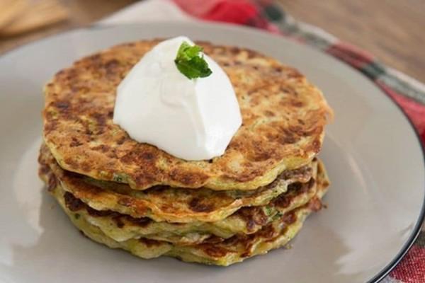 Νόστιμα pancakes με κολοκυθάκια!