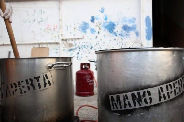 Mano Aperta: Το κινητό εστιατόριο που προσφέρει φαγητό σε όσους έχουν ανάγκη!