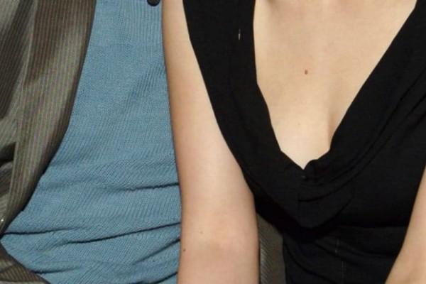 Αυτή είναι η πασίγνωστη παντρεμένη Ελληνίδα παρουσιάστρια που έχει κρυφά σχέση με 15 χρόνια νεότερο άνδρα!