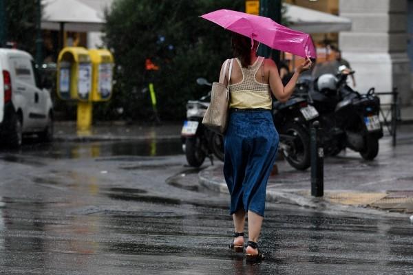 Καιρός σήμερα: Βροχές και καταιγίδες! Βελτίωση από το απόγευμα