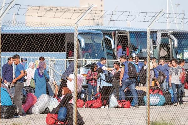 Μεταναστευτικό: 389 μετανάστες μεταφέρθηκαν από τη Σύμη στην Ελευσίνα!
