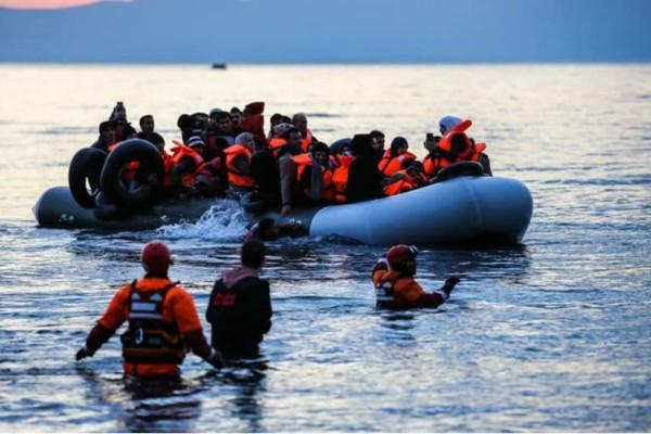 Λέμβος με μετανάστες εντοπίστηκε νότια της Ιταλίας!