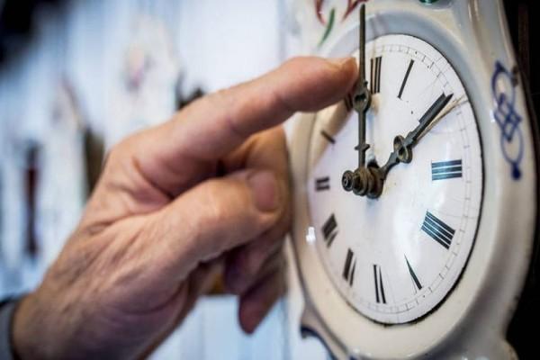 Άλλαξε η ώρα: Που πρέπει να γυρίσετε τον δείκτη των ρολογιών σας;