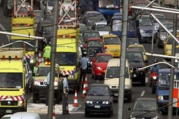 Χάος στους δρόμους! Μποτιλιάριμα στην Αττική Οδό λόγω τροχαίου!