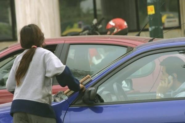 Τραγικό: 749 παιδιά ζούνε και εργάζονται στους δρόμους της Θεσσαλονίκης!