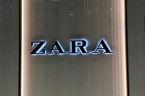 ZARA: Το τοπ με βολάν που θα φοράς χειμώνα-καλοκαίρι! Είναι σε έκπτωση και έχει 12 ευρώ!