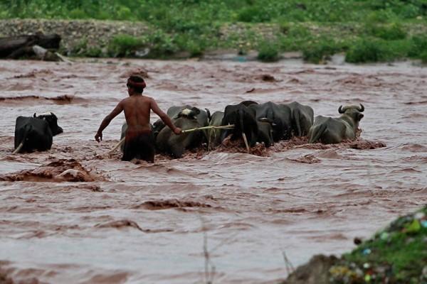 Ινδία: Περισσότεροι από 100 οι νεκροί σε πλημμύρες!