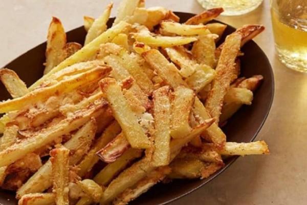 Αλευρωμένες τηγανητές πατάτες