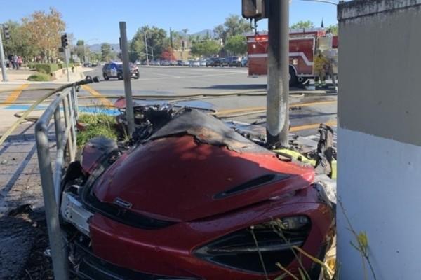 Τραγικό θάνατο βρήκε οδηγός Φεράρι! (Photos)