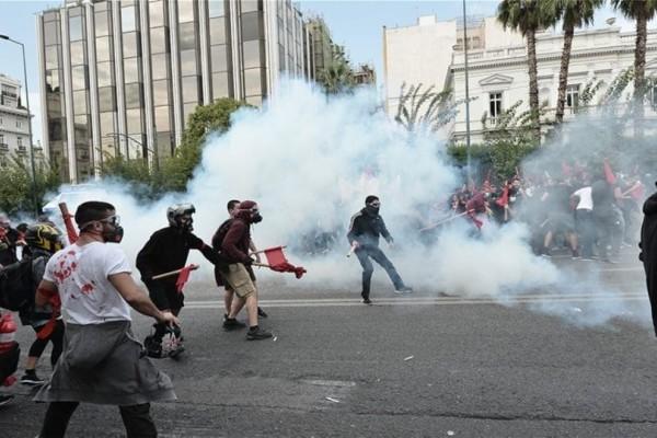 Επεισόδια στην πορεία των φοιτητών στην Αθήνα! Χημικά και χρήση κρότου λάμψης!